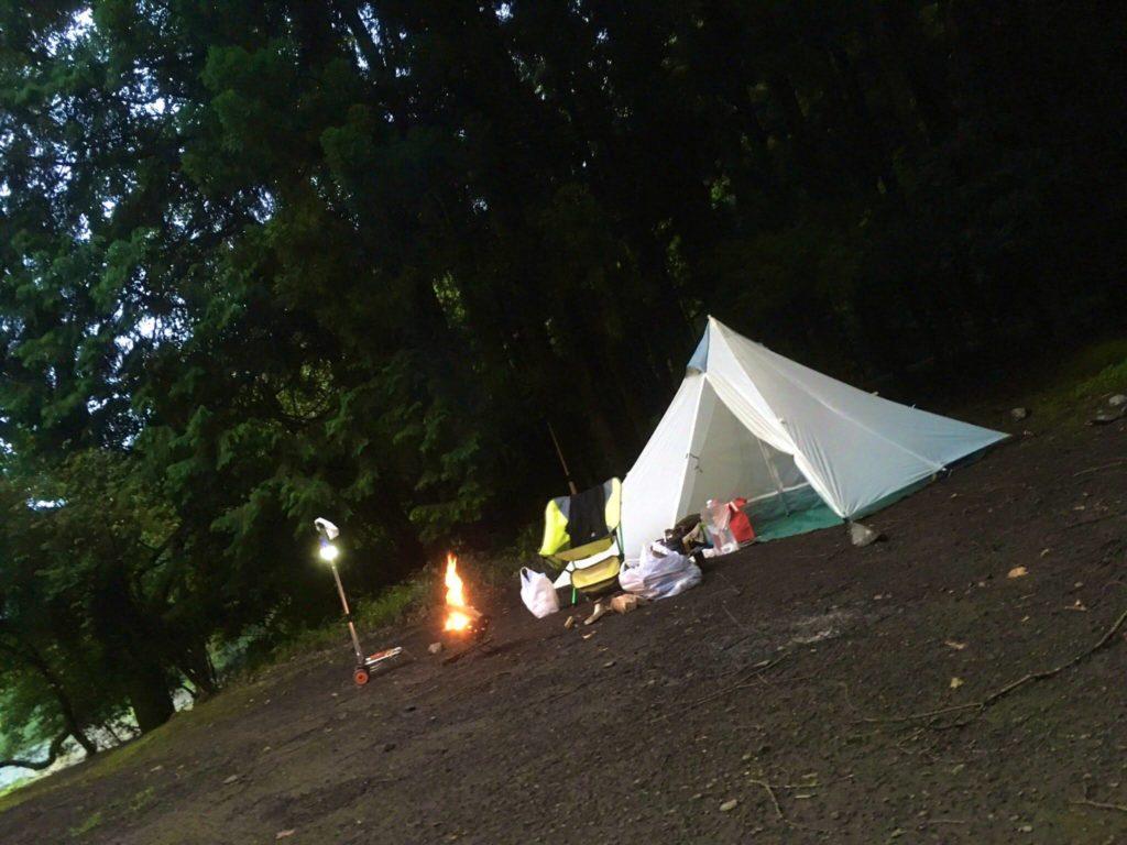 焚き火とテント